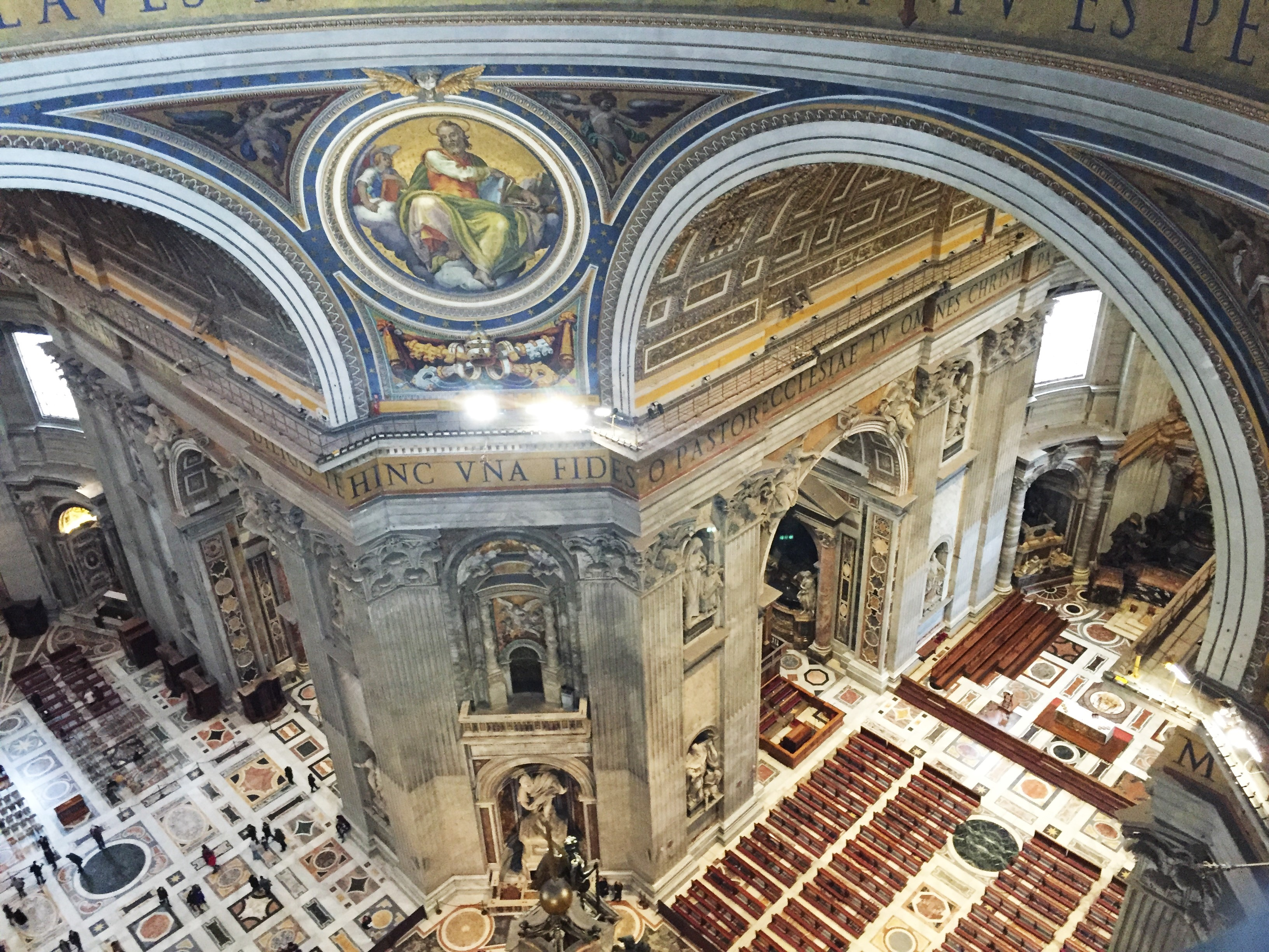 Interior da Basílica de São Pedro visto da Cúpula
